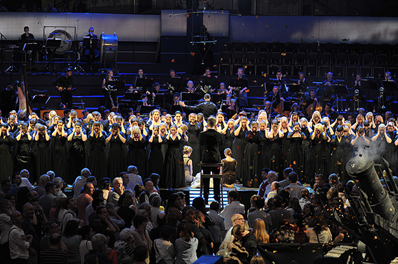 <p>Gareth Malone conducts the Proms Military Wives Choir at the <em>War Horse</em> Prom, BBC Proms 2014.</p><br />© BBC/Chris Christodoulou