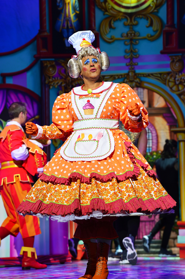 <p>Gary Wilmot as Sarah the Cook</p><br />© Paul Coltas