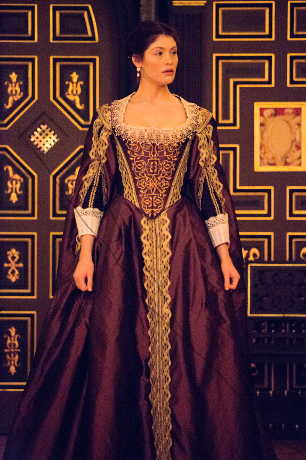 <p>Gemma Arterton as the Duchess of Malfi</p><br />© Mark Douet