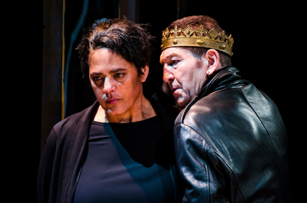 <p>Greg Hicks and Sara Powell in <em>Richard III</em></p><br />© Alex Brenner