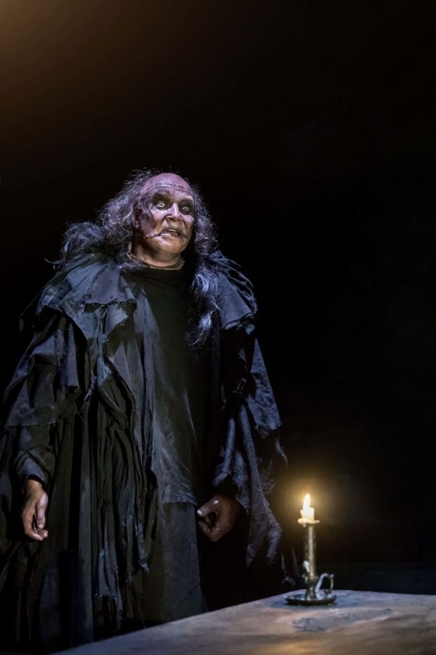 <p>Harry Attwell (The Creature) </p><br />© Johan Persson
