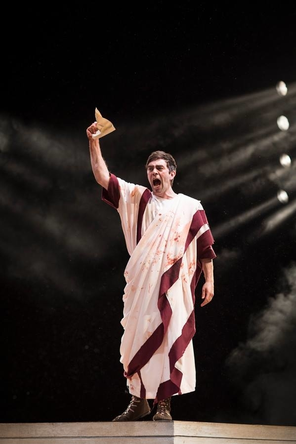 <p>James Corrigan as Mark Antony</p><br />© Helen Maybanks