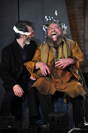 <p>James Sobol Kelly (Gloucester) and Brian Blessed (Lear)</p><br />© Guildford Shakespeare Company