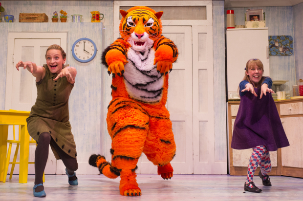 <p>Jenanne Redman (Mummy), Benjamin Wells (Tiger) and Abbey Norman (Sophie)</p><br />© Jane Hobson