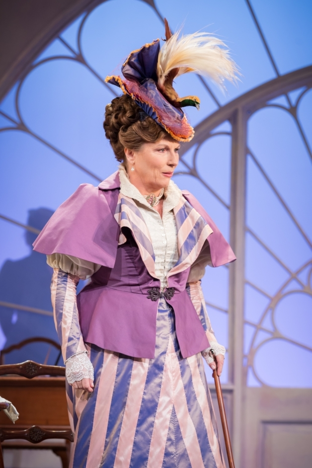<p>Jennifer Saunders in <em>Lady Windermere&#39&#x3B;s Fan</em></p><br />© Marc Brenner