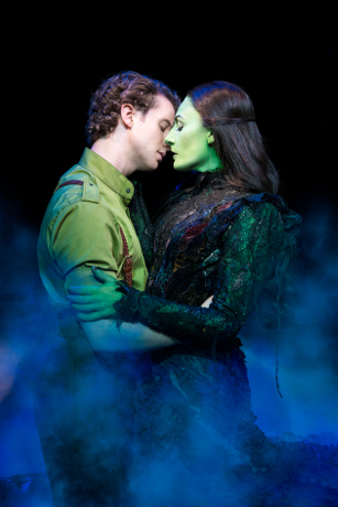 <p>Jeremy Taylor as Fiyero and Willemijn Verkaik as Elphaba</p>