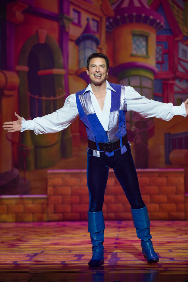 <p>John Barrowman in <em>Dick Whittington</em></p><br />© Paul Coltas