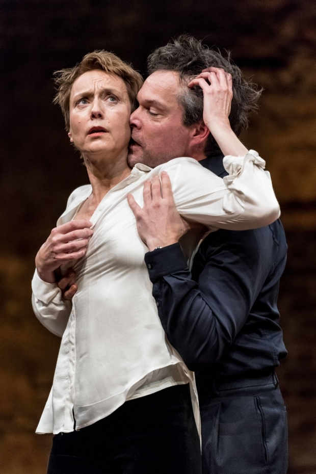 <p>John Light (Leicester) and Lia Williams (Elizabeth I) in <em>Mary Stuart</em></p><br />© Manuel Harlan