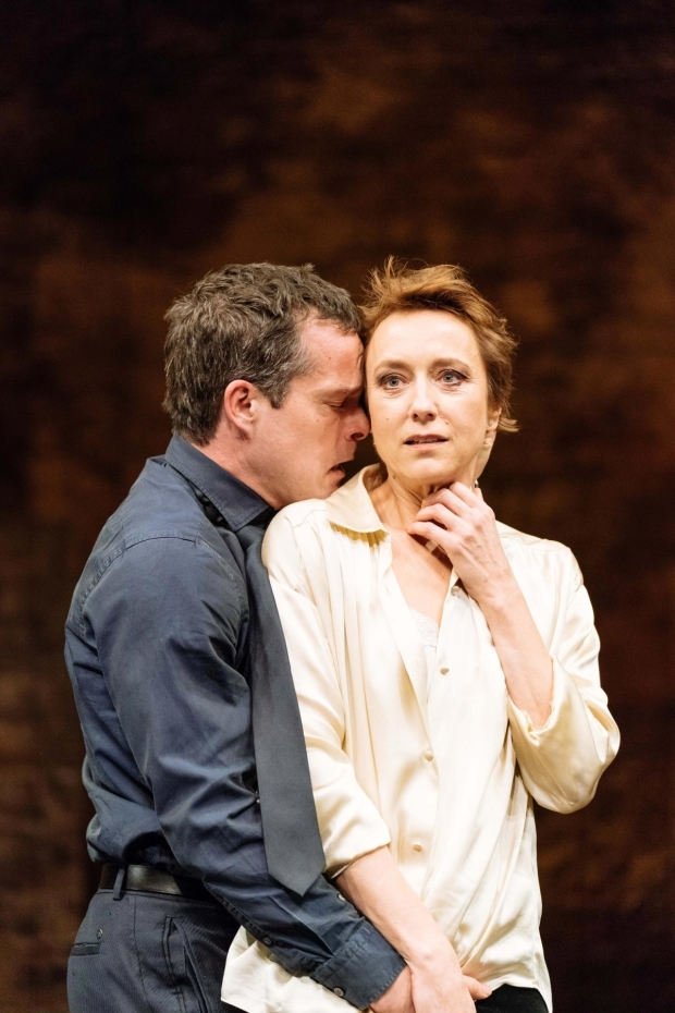 <p>John Light (Leicester) and Lia Williams (Elizabeth) in <em>Mary Stuart</em></p><br />© Manuel Harlan