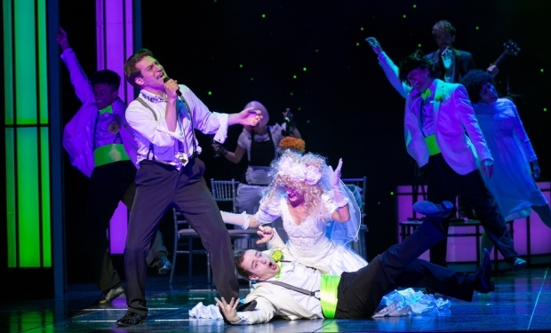 <p>Jon Robyns as Robbie in <em>The Wedding Singer</em></p><br />© Darren Bell