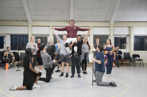 <p>Jonathan Broadbent as the Lion and the company of <em>The Wizard of Oz</em></p><br />© Johan Persson