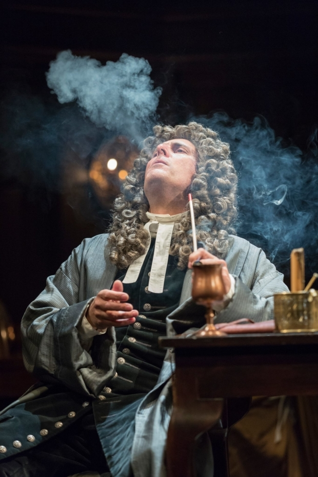 <p>Jonny Glynn as Jonathan Swift</p><br />© Marc Brenner