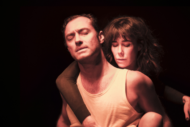 <p>Jude Law and Halina Reijn in the Toneelgroep&#39&#x3B;s production of <em>Obsession</em> at the Barbican</p><br />© Jan Versweyveld