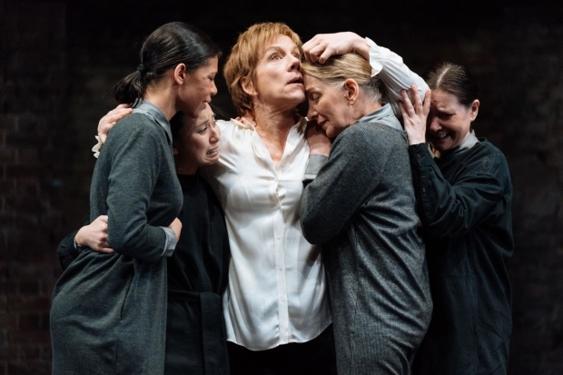 <p>Juliet Stevenson (Mary Stuart) and Handmaidens in <em>Mary Stuart</em></p><br />© Manuel Harlan