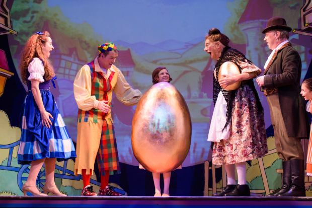 <p>L - R Amelia Rose Morgan as Jill, Ian Jones as Willy Goose, Beatrice, Roy Hudd as Mother Goose &amp&#x3B; Ian Parkin as Squire  in <em>Mother Goose</em></p><br />© Matt Crossick