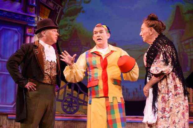 <p>L - R Ian Parkin as Squire Stingy, Ian Jones as Willy Goose and Roy Hudd as Mother Goose in <em>Mother Goose</em></p><br />© Matt Crossick