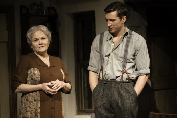 <p>Lesley Nicol and Ben Batt</p><br />© Johan Persson