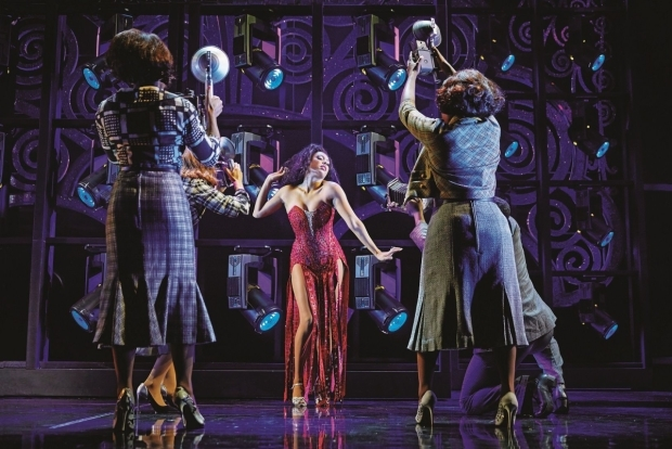 <p>Liisi LaFontaine and the cast of <em>Dreamgirls</em></p><br />© Brinkhoff - Moegenburg