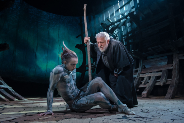 <p>Mark Quartley (Ariel), Simon Russell Beale (Prospero) in <em>The Tempest</em></p><br />Topher McGrillis © RSC