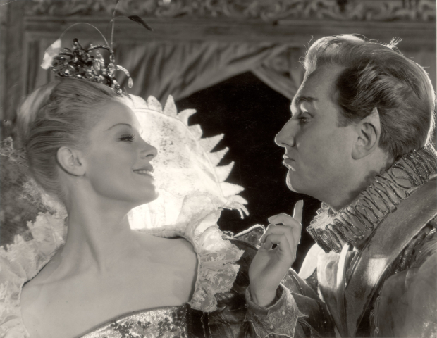 <p>Mary Ure, Robert Hardy in <em>A Midsummer Night&#39&#x3B;s Dream</em>, 1959, directed by Peter Hall at the RSC.</p><br />Angus McBean © RSC