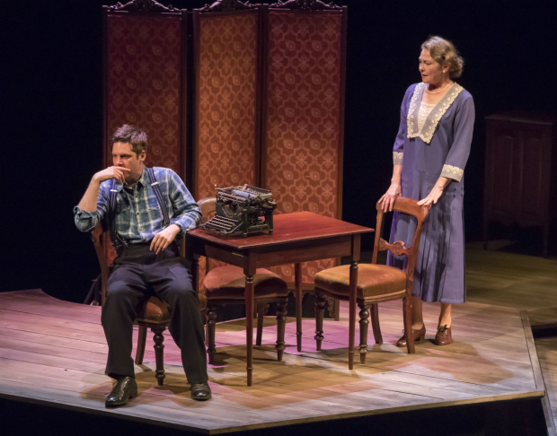 <p>Michael Asper and Cherry Jones in <em>The Glass Menagerie</em></p><br />© Johan Persson