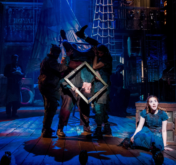<p>Michael Shea and Evelyn Hoskins in <em>Peter and the Starcatcher</em></p><br />© Manuel Harlan