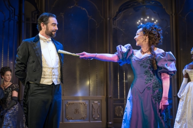 <p>Nathaniel Parker and Frances Barber</p><br />© Marc Brenner