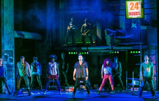 <p>Newton Faulkner (Johnny) and cast</p><br />© Darren Bell