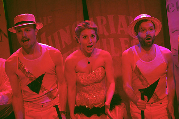 <p>Nic Kyle (The Colonel), Zoë Doano (Marianne) and Alastair Brookshaw (Jacobowsky)</p><br />© Annabel Vere
