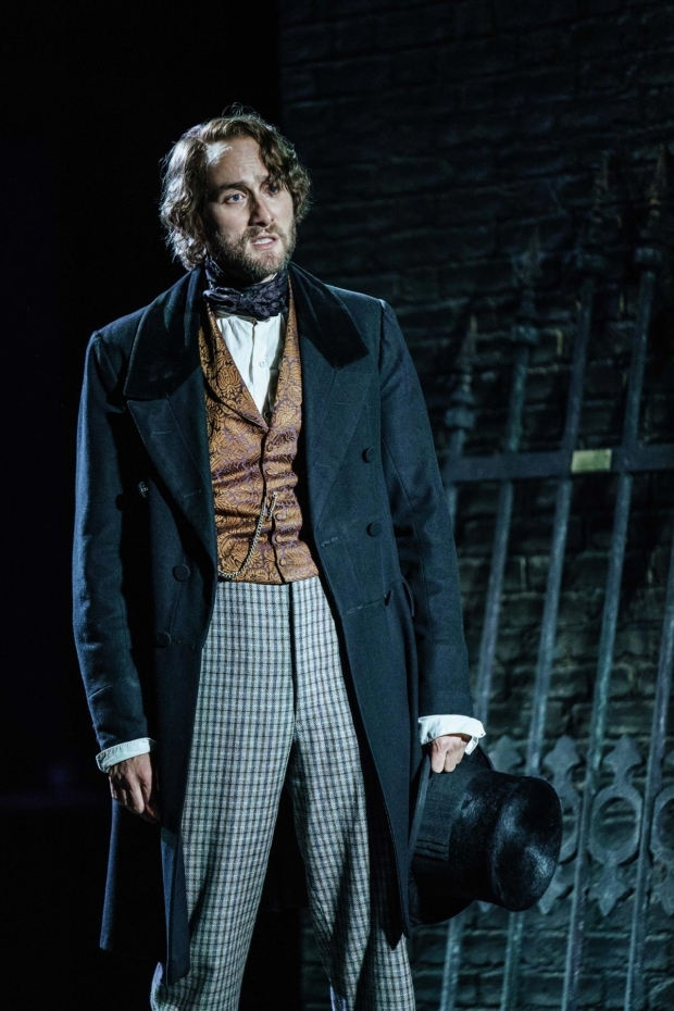<p>Oliver Chris (Friedrich Engels) in <em>Young Marx</em></p><br />© Manuel Harlan