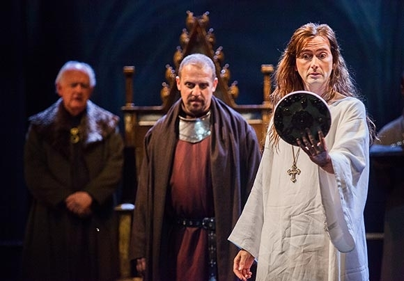 <p>Oliver Ford Davies (Duke of York), Nigel Lindsay (Bolingbroke), David Tennant (Richard II)</p><br />© Kwame Lestrade