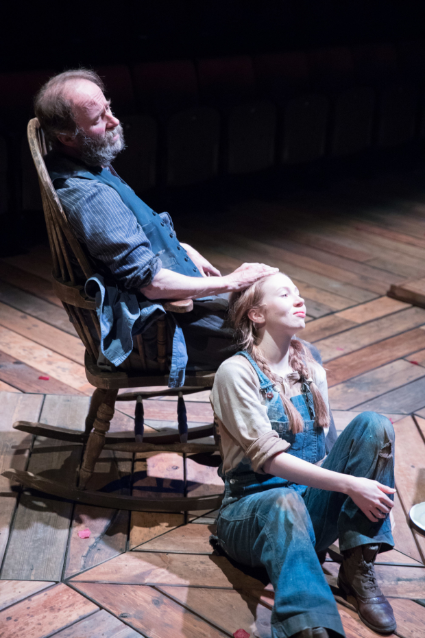 <p>Patrick Brennan and Emily Hughes as Ben and Jennifer Rumson</p><br />© Jonathan Keenan