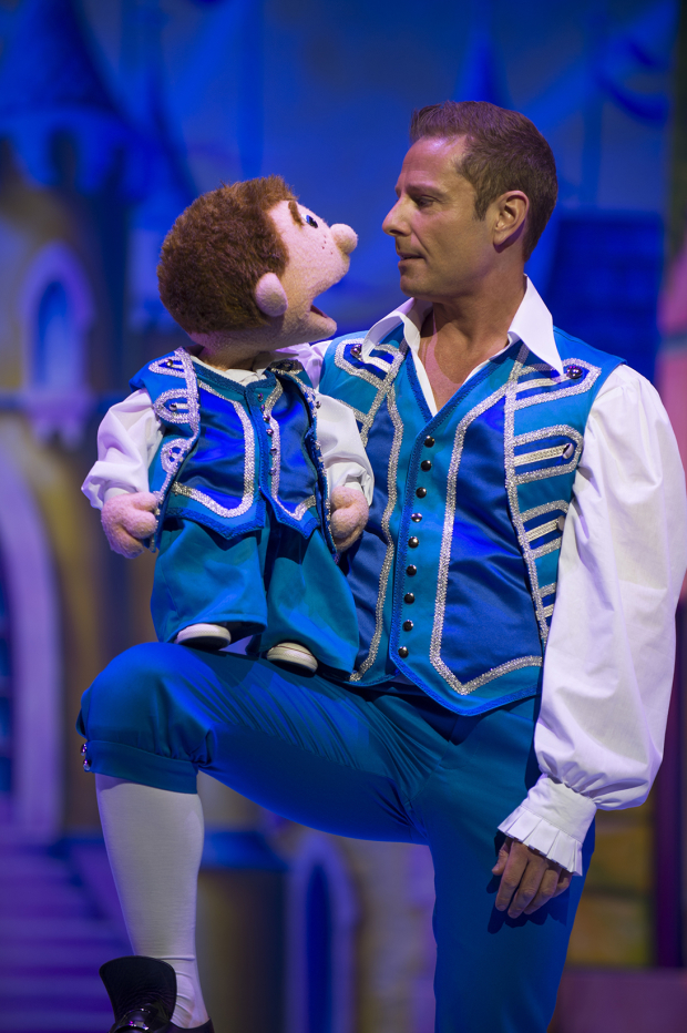<p>Paul Zerdin (Buttons)</p><br />© Paul Coltas & Steve Williams