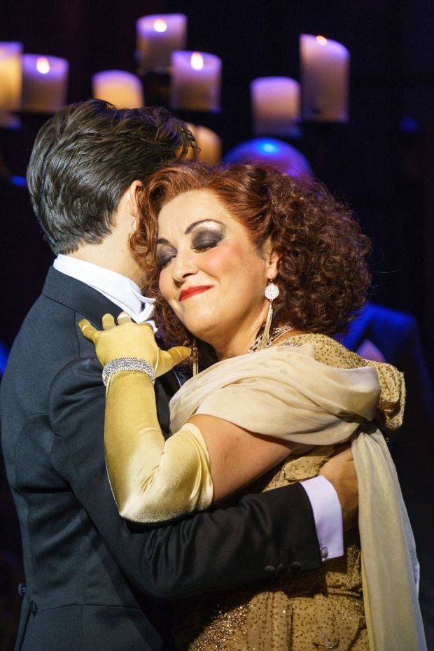 <p>Ria Jones as Norma Desmond and Danny Mac as Joe Gillis in <em>Sunset Boulevard</em></p><br />© Manuel Harlan