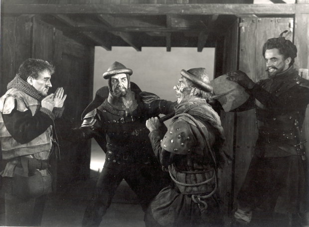 <p>Robert Hardy, Reginald Marsh, Geoffrey Bayldon, David Orr in <em>Henry V</em> in 1951, directed by Anthony Quayle at the RSC.</p><br />Angus McBean © RSC
