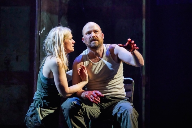 <p>Rory Kinnear as Macbeth and Anne-Marie Duff as Lady Macbeth </p><br />© Brinkhoff-Moegenburg