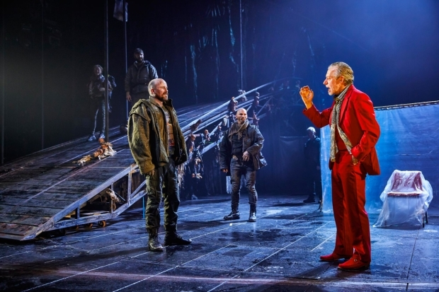 <p>Rory Kinnear as Macbeth, Patrick O&#39&#x3B;Kane as Macduff and Stephen Boxer as Duncan </p><br />© Brinkhoff-Moegenburg