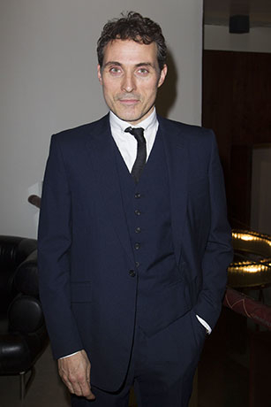 <p>Rufus Sewell (Larry) </p><br />© Dan Wooller for WhatsOnStage