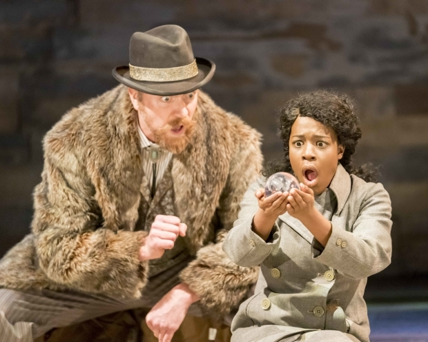 <p>Ryan Ellsworth as Professor Marvel and Gabrielle Brooks as Dorothy</p><br />© Johan Persson