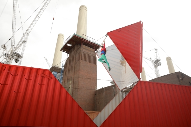 <p>Satchie Noro performs <em>Origami</em> at the Battersea Power Station</p><br />© Jonny Stephens