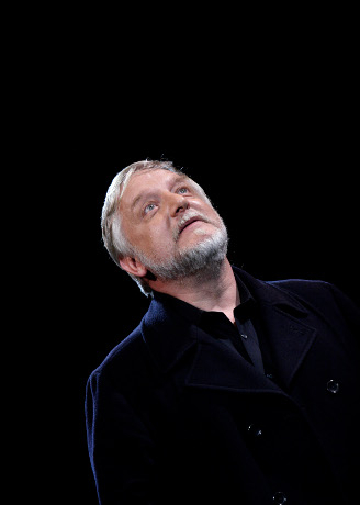 <p>Simon Russell Beale giving a speech as Hamlet (which he performed at the NT in 2000)</p><br />© Catherine Ashmore