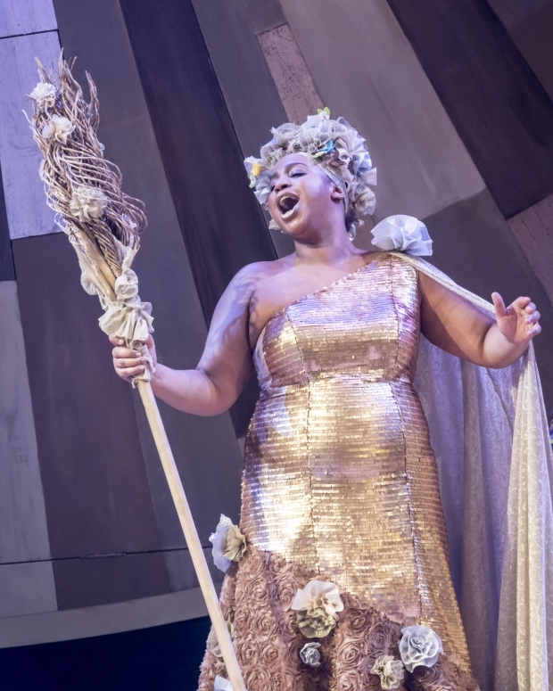 <p>Sophia Nomvete as Glinda the Good</p><br />© Johan Persson