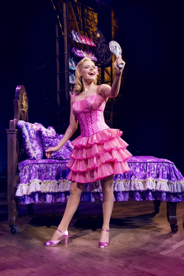 <p>Sophie Evans as Glinda</p><br />© Matt Crockett