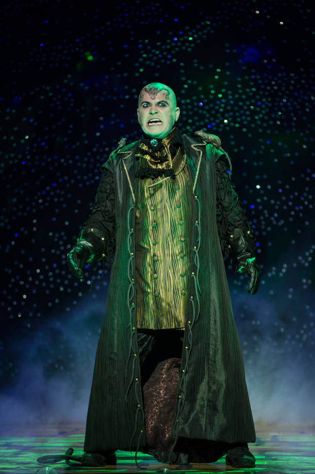 <p>Steve McFadden in <em>Dick Whittington</em></p><br />© Paul Coltas