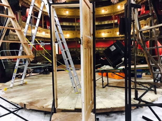 <p>The end of a hard day&#39&#x3B;s work, get in day one is done and the set is ready to be dressed </p><br />© Oliver Townsend