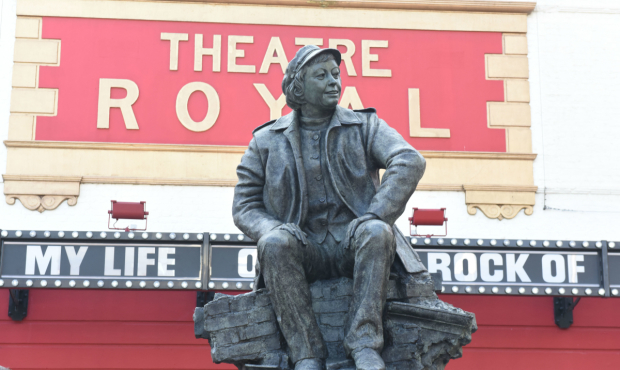 <p>The Joan Littlewood sculpture</p><br />(c) Robert Day