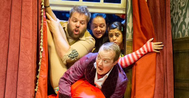 <p><em>The Play That Goes Wrong</em></p><br />© Alastair Muir