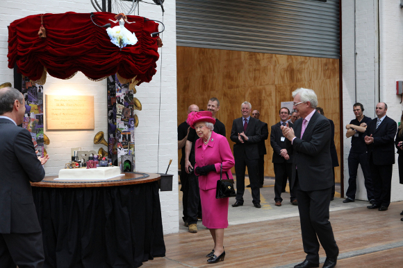 <p>The Queen unveils a plaque to mark the 50th Anniversary of the National Theatre</p>