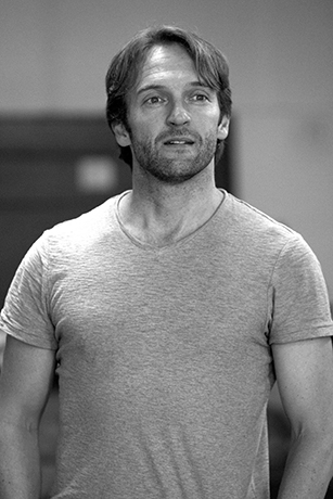<p>Tim Rogers (Billy Bigalow) in rehearsal for <em>Carousel</em></p><br />© QNQ Creative