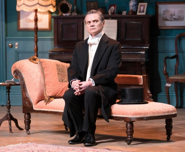 <p>Timothy Watson as Sir Robert Morton in <em>The Winslow Boy</em></p><br />© Alastair Muir